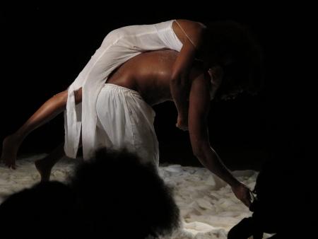 """""""No outro lado do mar"""", pela Cia. de Teatro Gente (Salvador, Brasil)"""