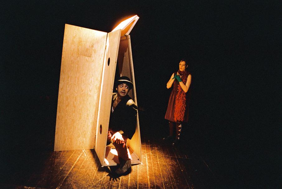 """Miguel Magalhães e Paula Garcia, """"Teatro Menor"""" (foto: Augusto Baptista/2011)"""