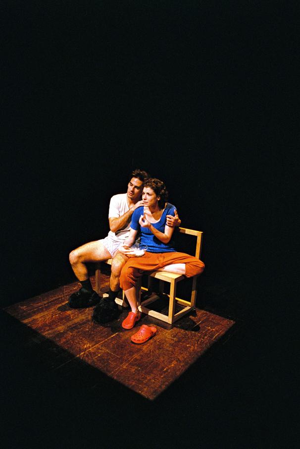 """Miguel Lança e Rafaela Bidarra, """"Teatro Menor"""" (foto: Augusto Baptista/2011)"""