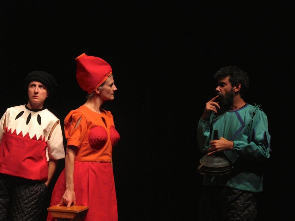 """Maria João Robalo, Sofia Lobo e Filipe Eusébio, """"Auto dos Físicos"""" (foto: Pedro Rodrigues)"""