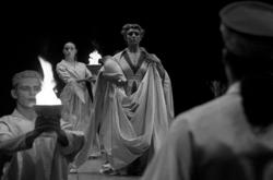 """Os Persas"", de Ésquilo, enc. Pierre Voltz (foto: Augusto Baptista)"