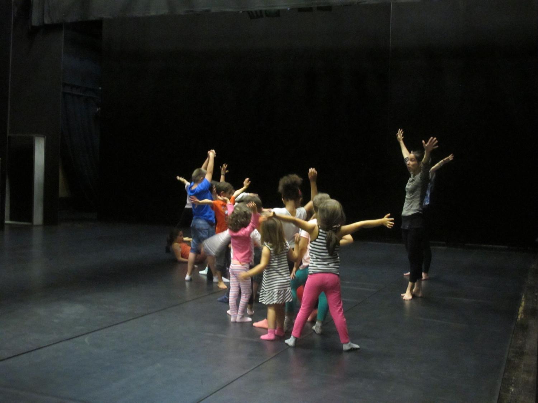 Oficina de Dança Criativa, com Leonor Barata (foto: Nilce Vicente)