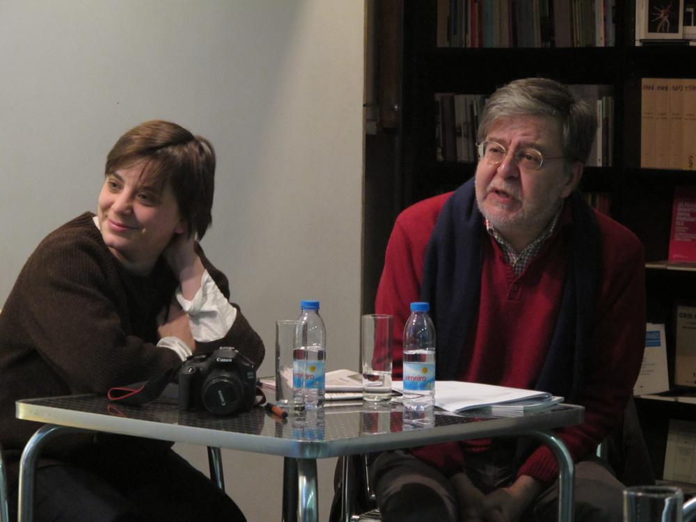 """Ana Biscaia e João Pedro Mésseder na Livraria do TCSB, na apresentação de """"Que luz estarias a ler?"""" (Dezembro/2014)"""