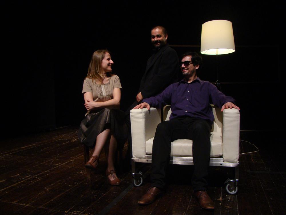 """Maria João Robalo, Miguel Magalhães e Igor Lebreaud, """"A Cidade"""" (foto: Pedro Rodrigues)"""