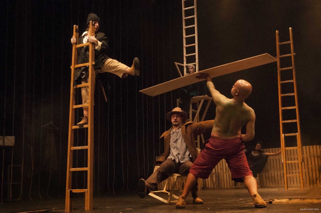 """Maria João Robalo, Igor Lebreaud e Miguel Magalhães, """"Embarcação do Inferno"""" (foto: Paulo Nuno Silva)"""