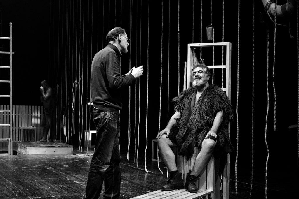 """António Augusto Barros e José Russo num ensaio de """"Embarcação do Inferno"""" (foto: Eduardo Pinto)"""