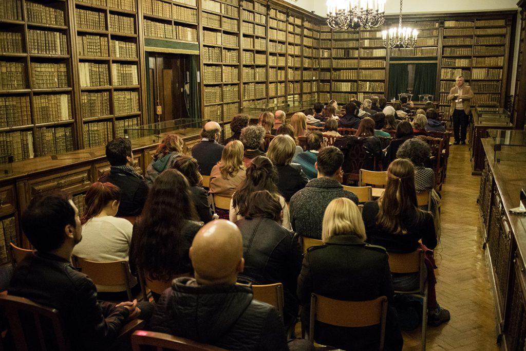 """José Bernardes na conferência """"Gil Vicente no seu tempo e no nosso tempo"""" - Sala de São Pedro da Biblioteca-Geral da Universidade de Coimbra, 17/11/2016 (foto: Eduardo Pinto)"""