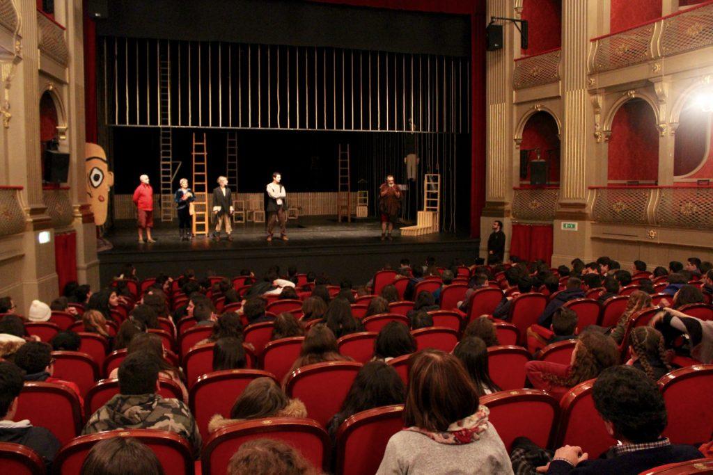 """""""Embarcação do Inferno"""" no Teatro Sá de Miranda, em Viana do Castelo - conversa com alunos no final de uma sessão para escolas (26/01/2017)"""