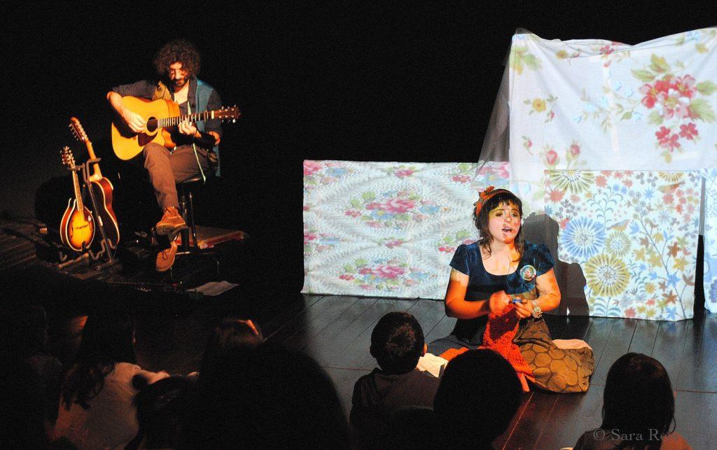 """""""Costurar cantigas e histórias"""", pelo Taleguinho (foto: Sara Reis)"""