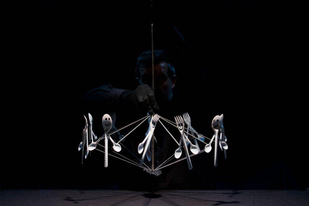 """""""Objetosfera"""", pelas Marionetas da Feira"""