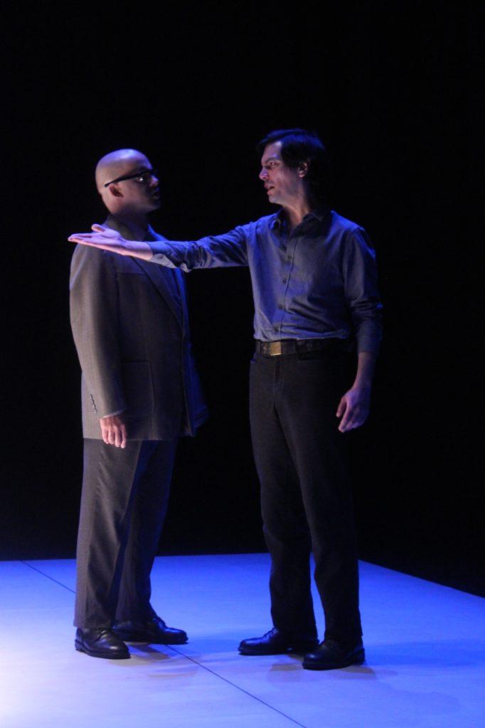 """Miguel Magalhães e Igor Lebreaud, """"Cinzas..."""" (foto de ensaio: Pedro Rodrigues)"""