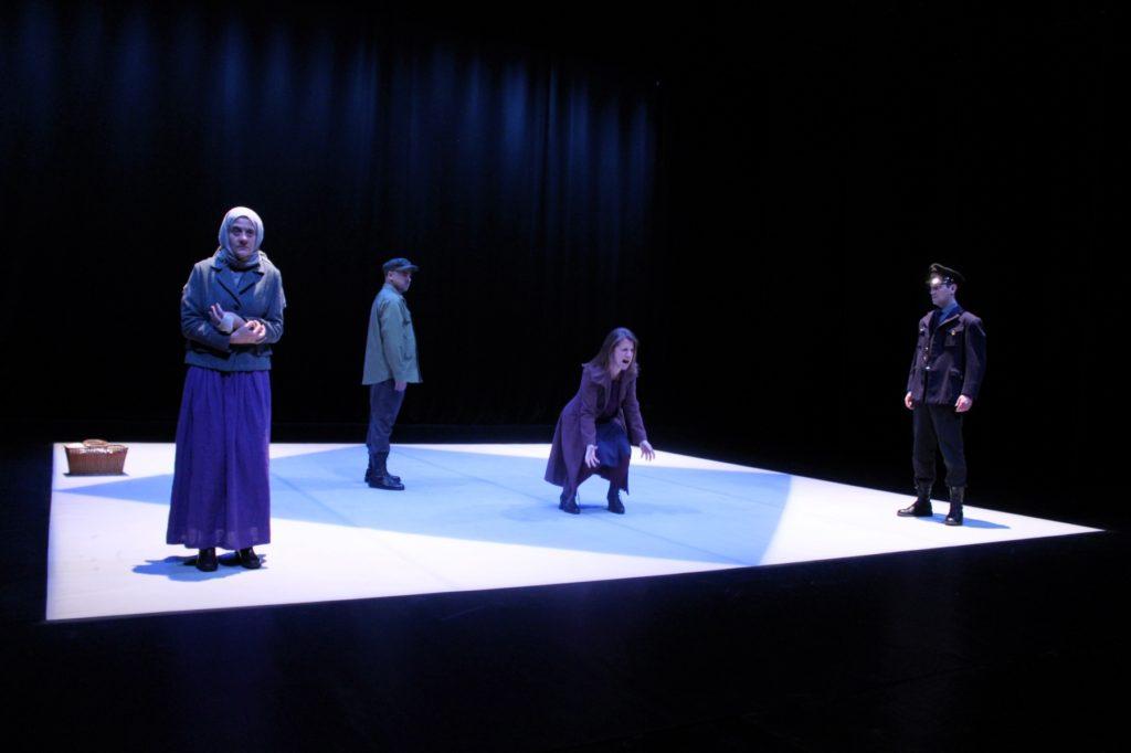 """Sofia Lobo, Miguel Magalhães, Maria João Robalo e Igor Lebreaud, """"Cinzas..."""" (foto de ensaio: Pedro Rodrigues)"""