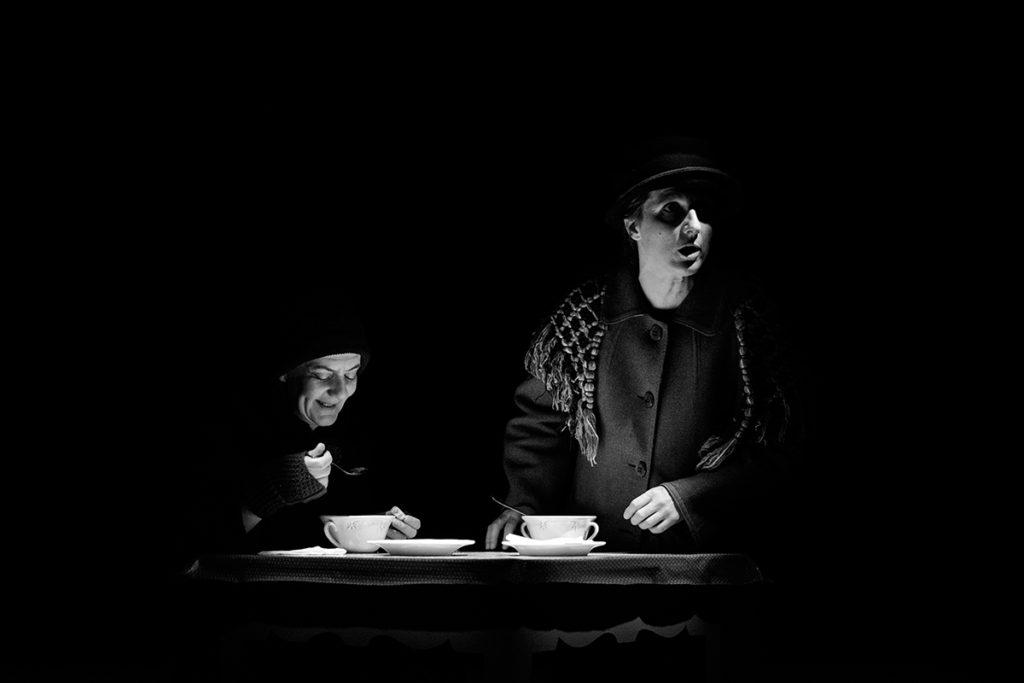 """Sofia Lobo e Maria João Robalo, """"Cinzas..."""" (foto: Eduardo Pinto)"""