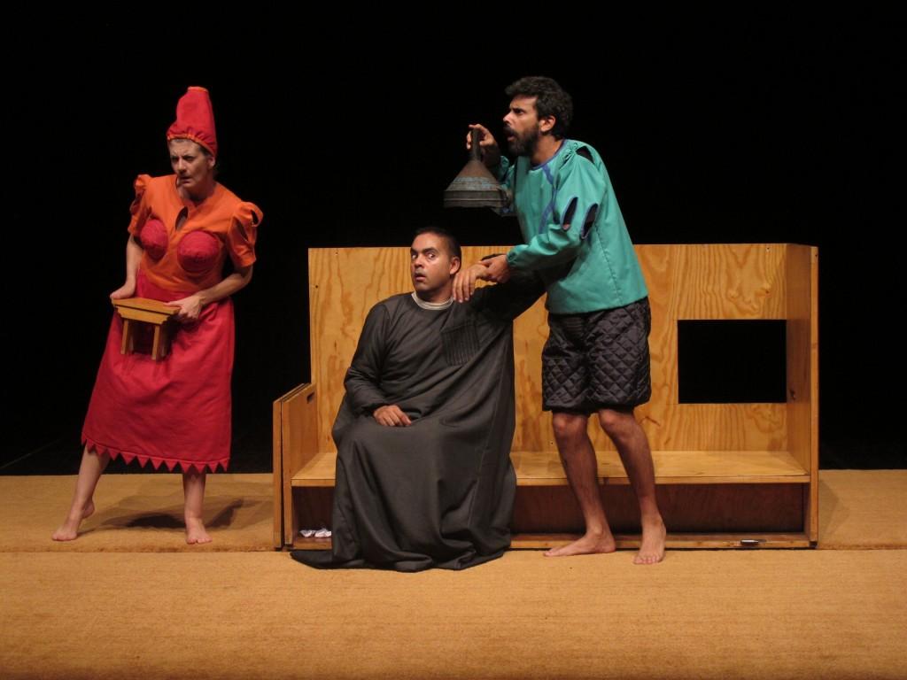 """Sofia Lobo, Miguel Magalhães e Filipe Eusébio, """"Auto dos Físicos"""" (foto: Pedro Rodrigues)"""