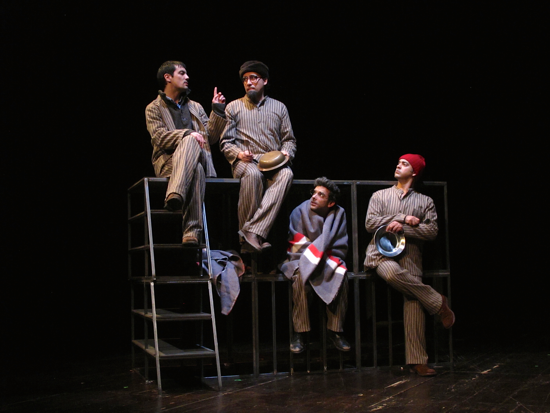 """Igor Lebreaud, Jorge LOureiro, Filipe Eusébio e Miguel Magalhães, """"Da sensação de elasticidade quando se marcha sobre cadáveres"""" - foto de ensaio (© A Escola da Noite/2014)"""