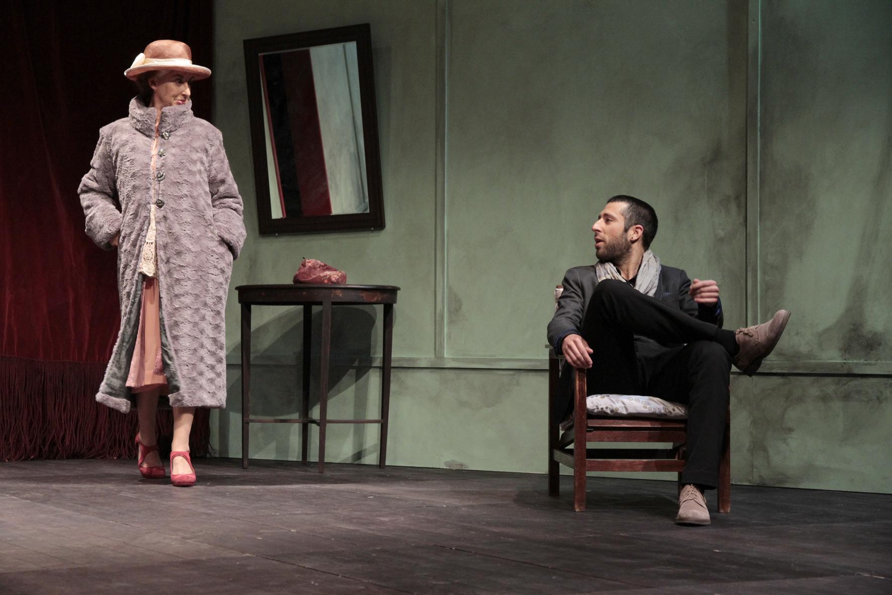 """Sílvia Brito e Frederico Bustorff, """"No alvo"""", pela Companhia de Teatro de Braga (foto: Paulo Nogueira)"""