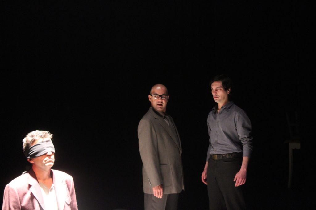 """Ricardo Kalash, Miguel Magalhães e Igor Lebreaud, """"Cinzas..."""" (foto de ensaio: Pedro Rodrigues)"""