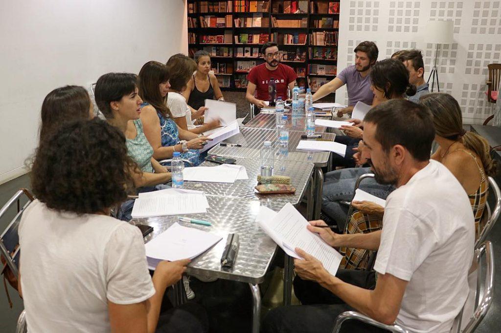 """Ensaio para a leitura de """"Gaia"""" no Bar/Livraria do TCSB (foto: Cláudia Morais)"""